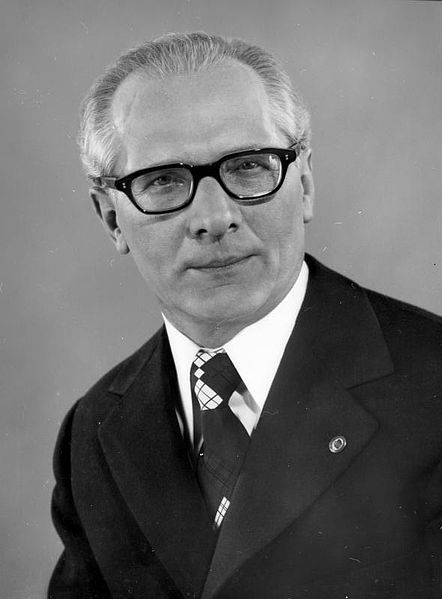 442px-Bundesarchiv_Bild_183-R0518-182,_Erich_Honecker