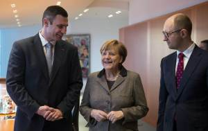 Merkel with Ukraine's opposition leaders Klitschko and Yatsenyuk before talks at the chancellery in Berlin